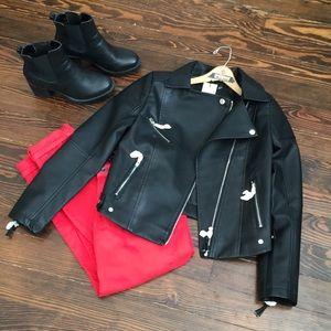 🔥Boohoo black faux leather crop jacket 💋